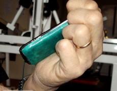 Телефон с обклееной задней крышкой