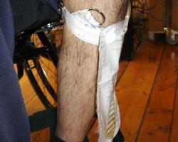 Мешок для сбора мочи закрепленный на ноге