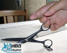 Адаптированные ножницы на столе
