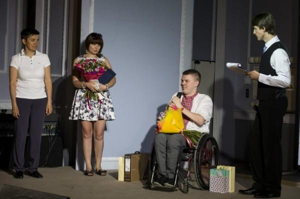 Промова автора ІнваФішок на сцені
