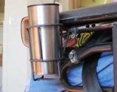 Чашка в каркасе установленном на коляске