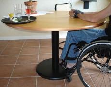 Кухонный стол для человека на коляске