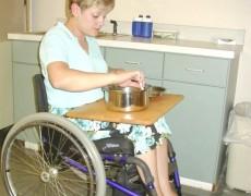 Доска на коляску для работы по дому