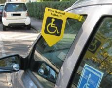 Флажок на авто сигнализирующий про соблюдение дистанции
