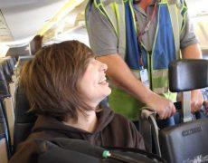 Посадка на борт самолета | Минутка с Мег